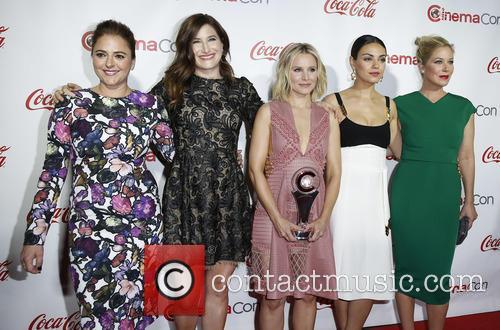 Annie Mumolo, Kathryn Hahn, Kristen Bell, Mila Kunis and Christina Applegate 7