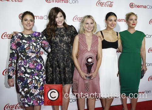 Annie Mumolo, Kathryn Hahn, Kristen Bell, Mila Kunis and Christina Applegate 8