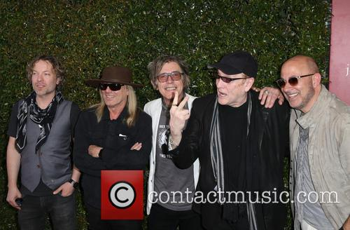 Daxx Nielsen, Robin Zander, Tom Petersson, Rick Nielsen and John Varvatos 6