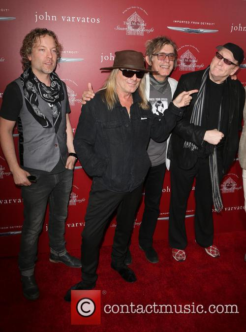 Daxx Nielsen, Robin Zander, Tom Petersson and Rick Nielsen 8