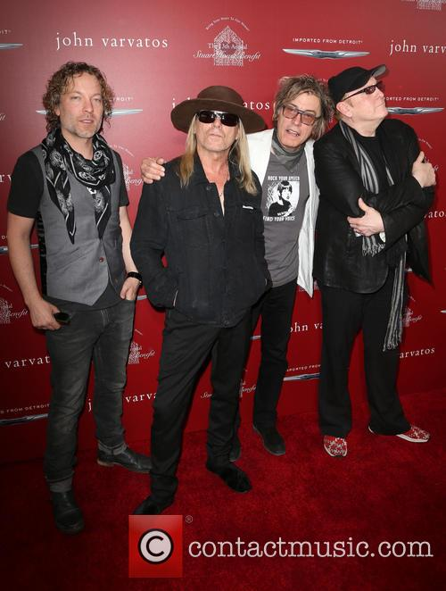 Daxx Nielsen, Robin Zander, Tom Petersson and Rick Nielsen 10