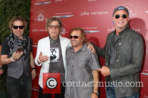 Daxx Nielsen, Tom Petersson, Michael Anthony and Chad Smith 1