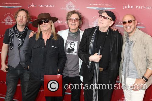 Robin Zander, Tom Petersson, Rick Nielsen, Daxx Nielsen and John Varvatos 2