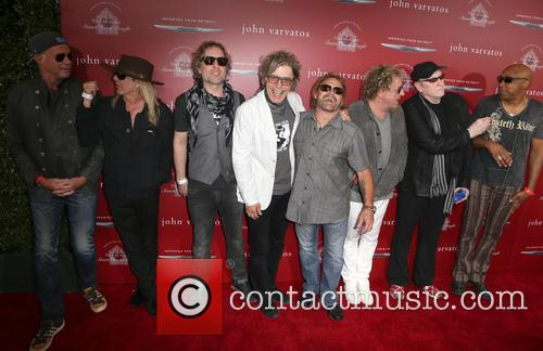 Chad Smith, Robin Zander, Daxx Nielsen, Tom Petersson, Michael Anthony, Sammy Hagar, Rick Nielsen and Vic Johnson 3