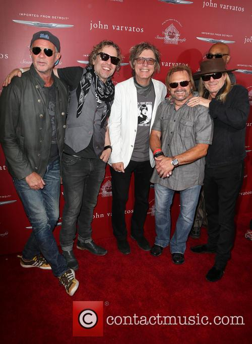 Daxx Nielsen, Tom Petersson, Michael Anthony, Chad Smith and Robin Zander 1