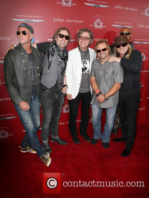 Daxx Nielsen, Tom Petersson, Michael Anthony, Chad Smith and Robin Zander 2