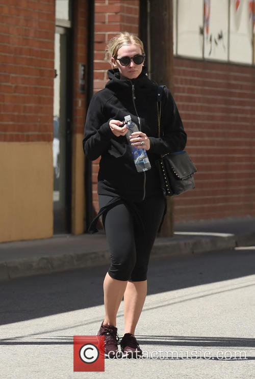 Ashlee Simpson has a workout