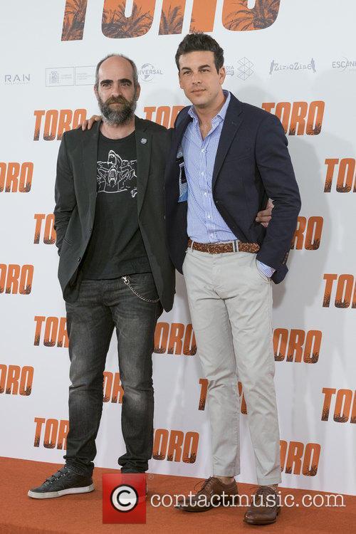 Luis Tosar and Mario Casas 3