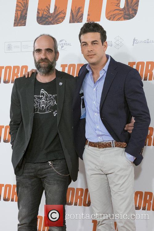 Luis Tosar and Mario Casas 4
