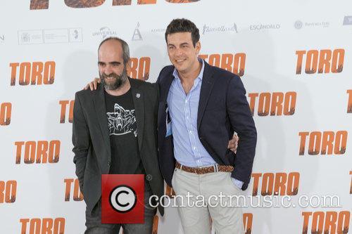 Luis Tosar and Mario Casas 5