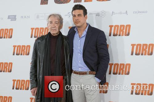 Jose Sacristan and Mario Casas 3