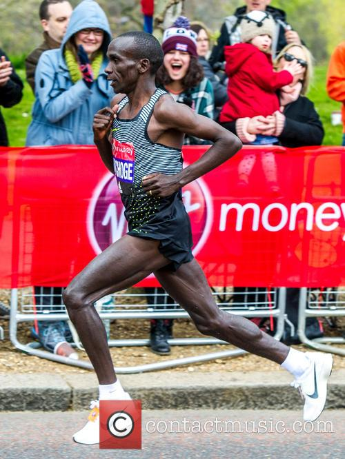 Eliud Kipchoge and Elite Men's Winner Of The London Marathon 2016 2