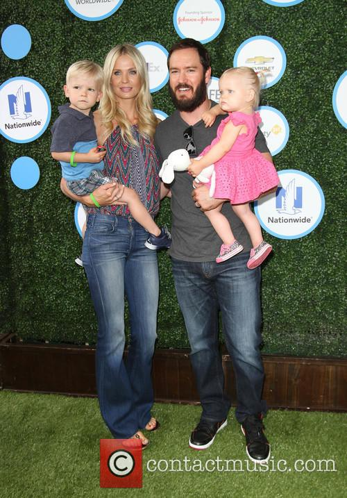 Mark-paul Gosselaar, Wife Catriona Mcginn, Son Dekker Edward Gosselaar and Daughter Lachlyn Hope Gosselaar 4