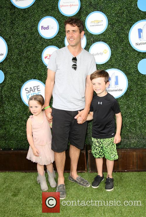 Joey Mcintyre, Daughter Kira Katherine Mcintyre and Son Griffin Thomas Mcintyre 1