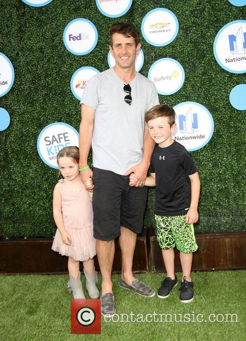 Joey Mcintyre, Daughter Kira Katherine Mcintyre and Son Griffin Thomas Mcintyre 2