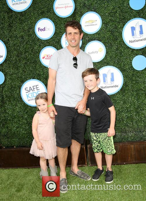 Joey Mcintyre, Daughter Kira Katherine Mcintyre and Son Griffin Thomas Mcintyre 4