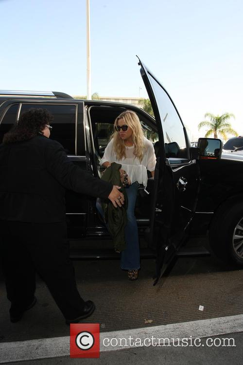 Kate Hudson at Los Angeles International Airport