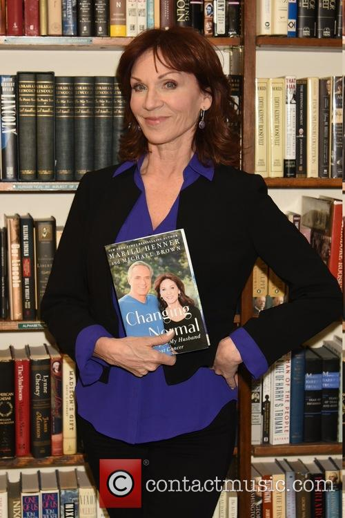 Marilu Henner signs copies of her new book...