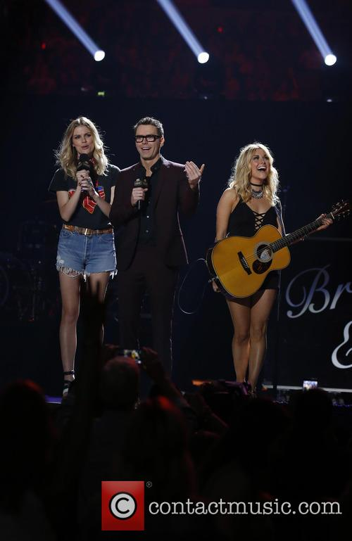 Brooklyn Decker, Bobby Bones and Lindsay Ell 9