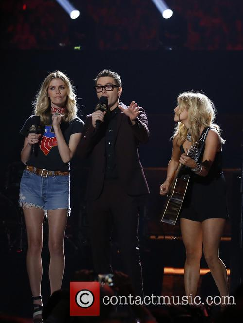 Brooklyn Decker, Bobby Bones and Lindsay Ell 10