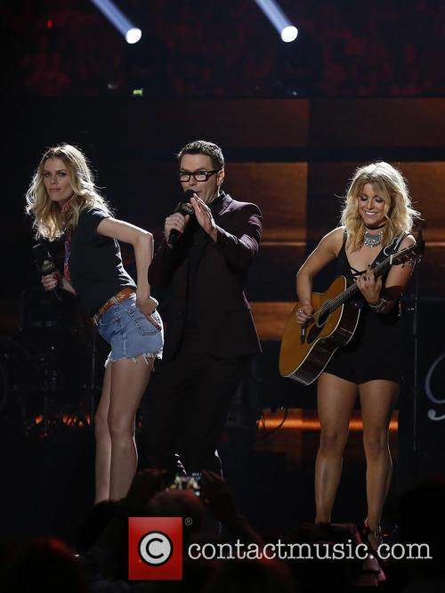 Brooklyn Decker, Bobby Bones and Lindsay Ell 11