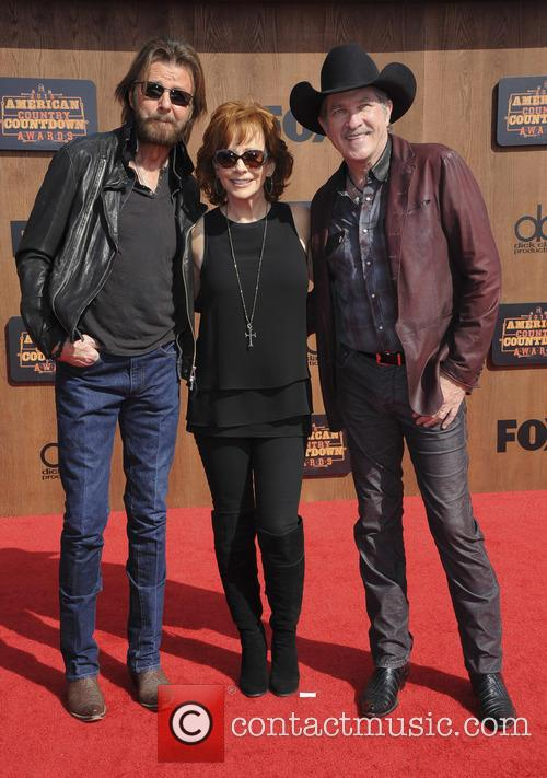 Kix Brooks, Ronnie Dunn and Reba Mcentire 1
