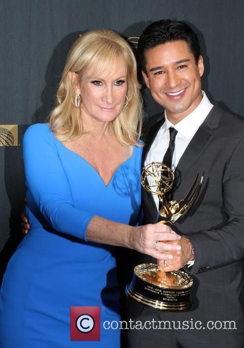 Extra Sr. Executive Producer Lisa Gregorisch-dempsey and Mario Lopez 1