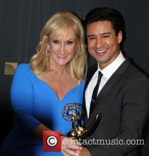 Extra Sr. Executive Producer Lisa Gregorisch-dempsey and Mario Lopez 2