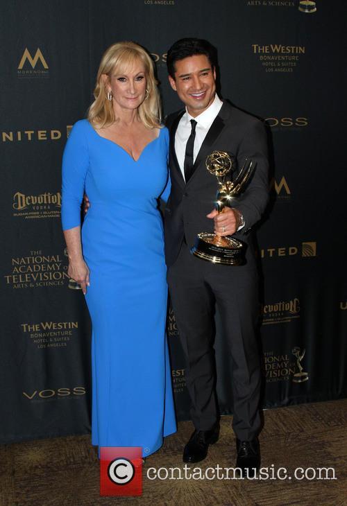 Extra Sr. Executive Producer Lisa Gregorisch-dempsey and Mario Lopez 3