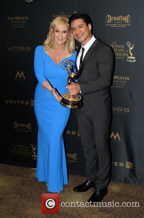 Extra Sr. Executive Producer Lisa Gregorisch-dempsey and Mario Lopez 4