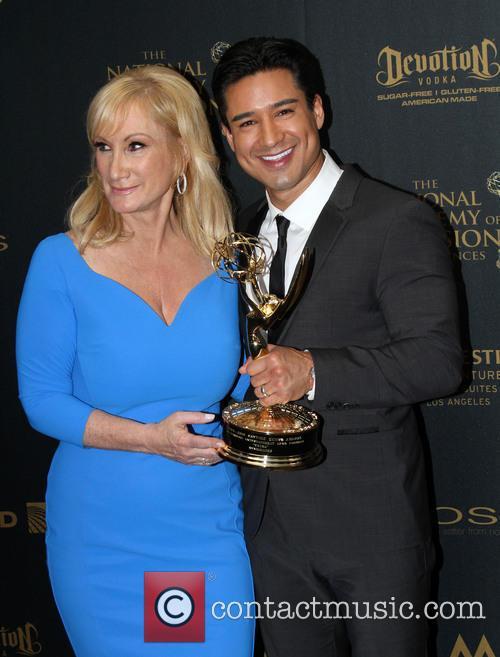 Extra Sr. Executive Producer Lisa Gregorisch-dempsey and Mario Lopez 5