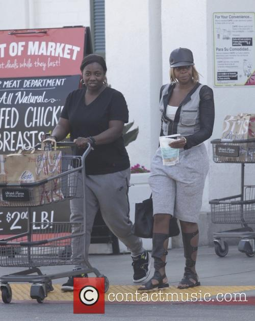 Mary J. Blige shopping at Bristol Farms with...