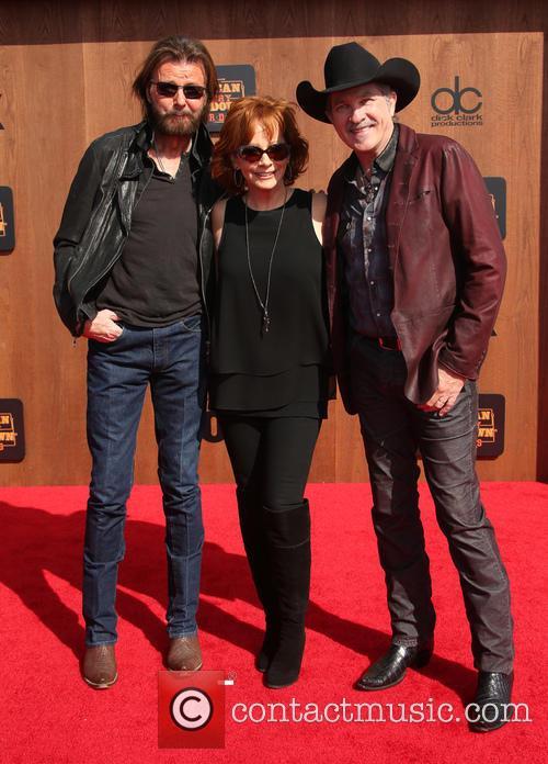 Ronnie Dunn, Reba Mcentire and Kix Brooks 7
