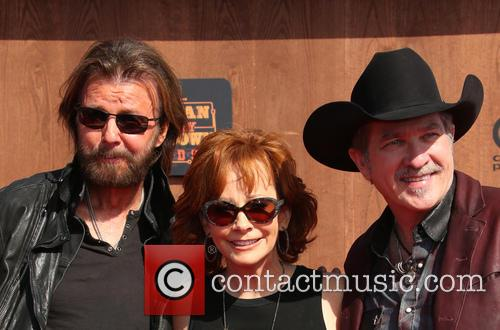 Ronnie Dunn, Reba Mcentire and Kix Brooks 8