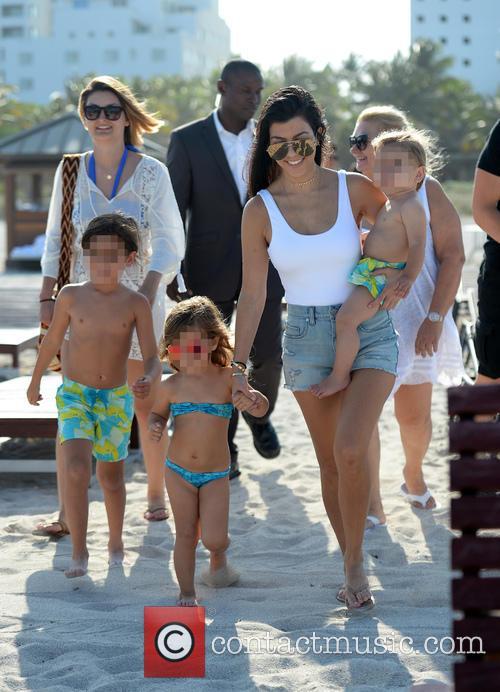 Kourtney Kardashian, Mason Disick, Reign Disick and Penelope Disick 5