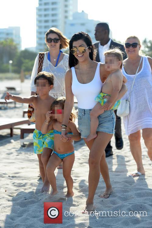 Kourtney Kardashian, Mason Disick, Reign Disick and Penelope Disick 7