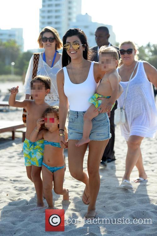 Kourtney Kardashian, Mason Disick, Reign Disick and Penelope Disick 8