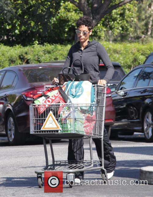 Nicole Murphy goes shopping at Bristol Farms