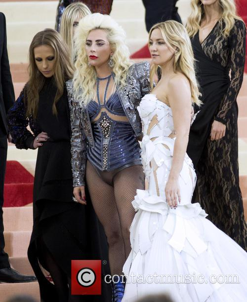 Lady Gaga and Kate Hudson 3