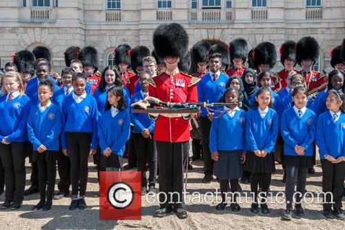 Guards and The Commonwealth Children's Choir 1