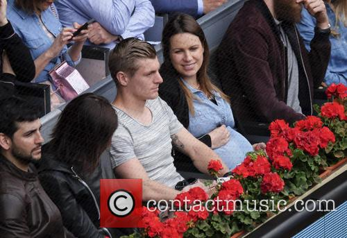 Toni Kroos and Jessica Farber 9