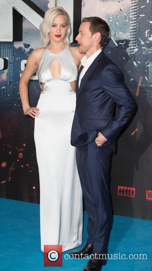 Jennifer Lawrence and Oscar Isaac 10