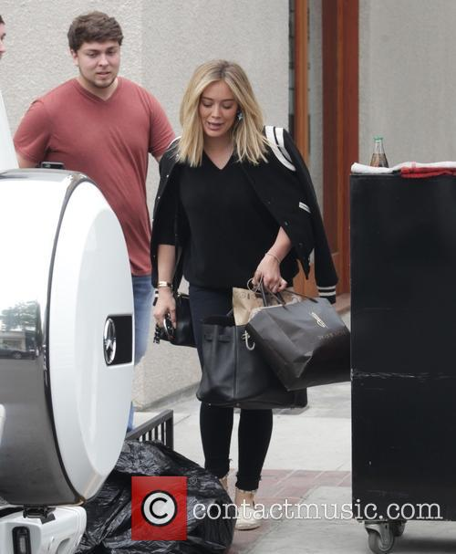 Hilary Duff leaves a hair salon