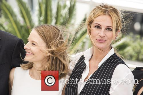 Jodie Foster and Julia Roberts 11