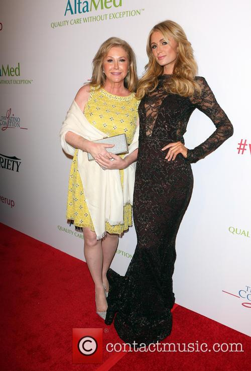 Kathy Hilton and Paris Hilton 7