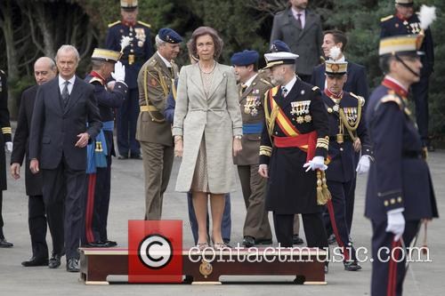 Guards and Queen Sofia Of Spain 3