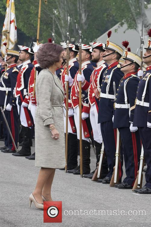 Guards and Queen Sofia Of Spain 5