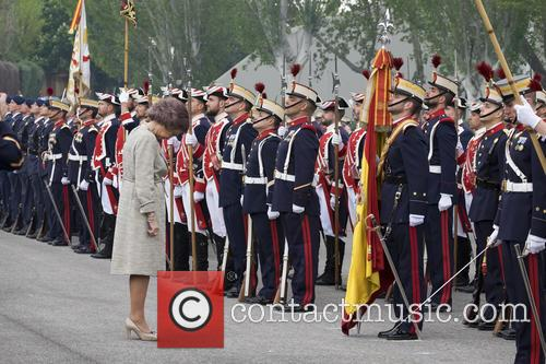 Guards and Queen Sofia Of Spain 6