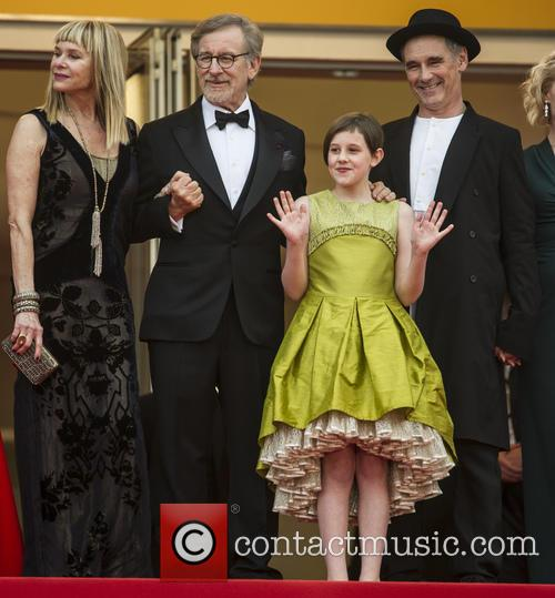 Kate Capshaw, Steven Spielberg, Ruby Barnhill and Mark Rylance 4