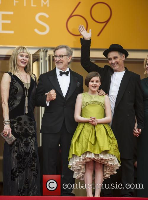 Kate Capshaw, Steven Spielberg, Ruby Barnhill and Mark Rylance 5